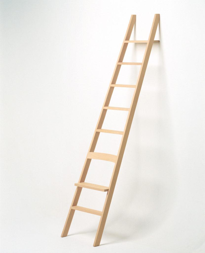 Cecilie Manz ladder hochacht 831x1024 - O minimalismo de Cecilie Manz é o nome do design em 2018