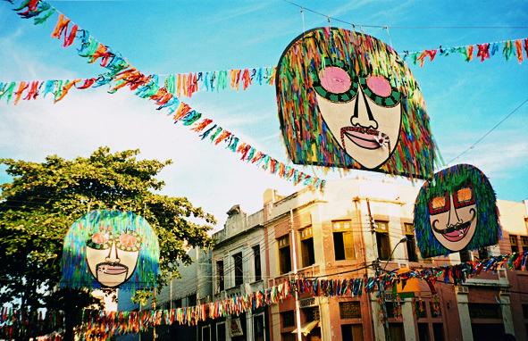 carnaval 2001 recife joana lira manguetown tomie ohtake gilvan barreto revista SIM - Os carnavais de Joana Lira no Instituto Tomie Ohtake