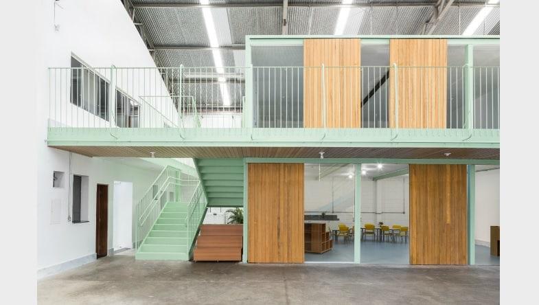 galpão casa fundamental9 - Escola ocupa galpão industrial em BH