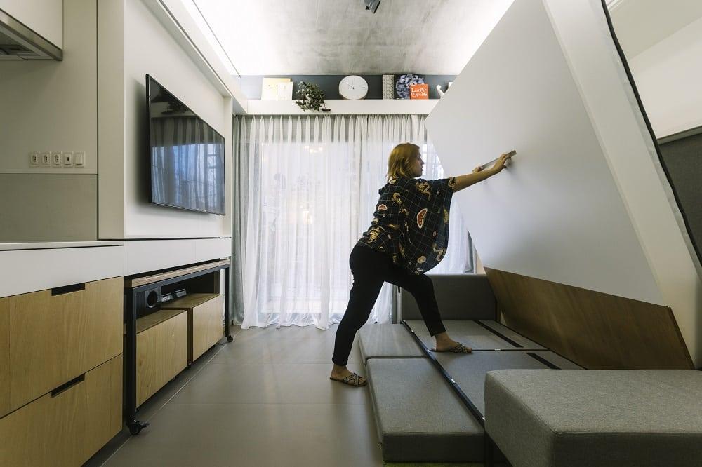 Sofá se transforma em cama imbutida na parede 1 - Vida moderna inspira projeto em Porto Alegre