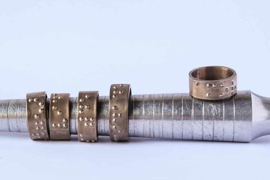 Fundação Dorina Joias em Braile Crédito fotográfico Luiz Casimiro 5 1024x683 - O metal como forma de arte