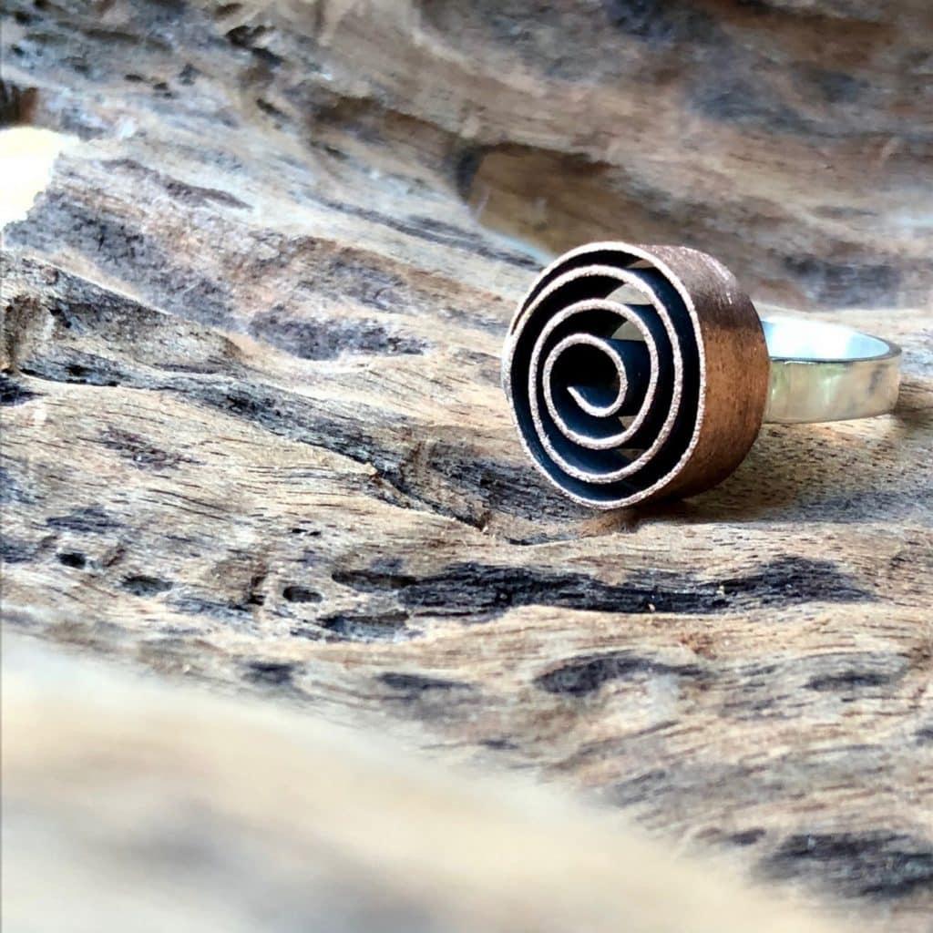 anel rolo 1024x1024 - O metal como forma de arte